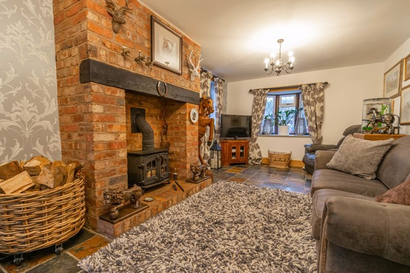 3 bed house for sale in Broadwas Close 6