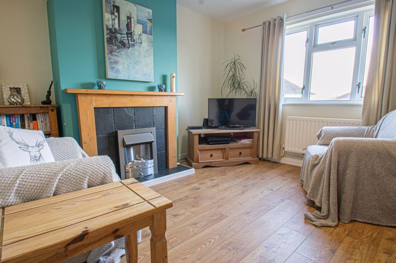 2 bed house for sale in Highfield Crescent 2