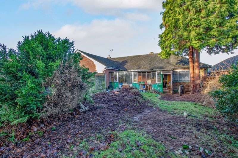 3 bed bungalow for sale in Hungerford Road 2