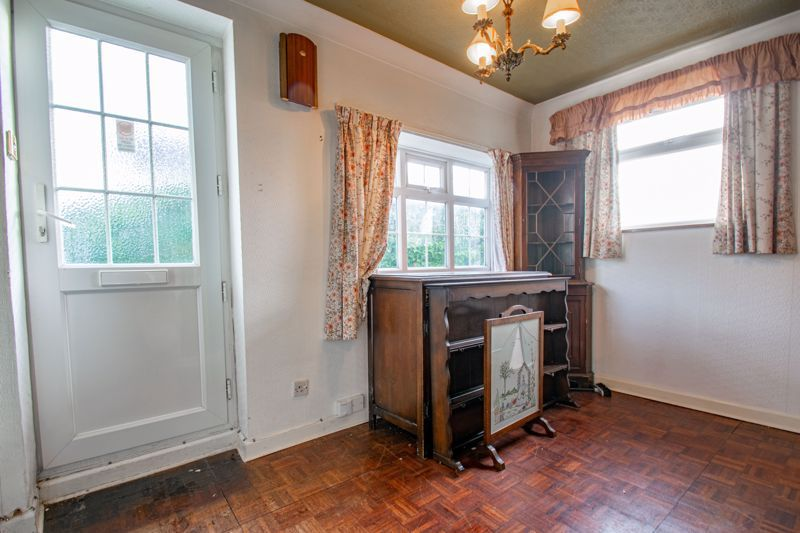 2 bed cottage for sale in Foley Gardens 5
