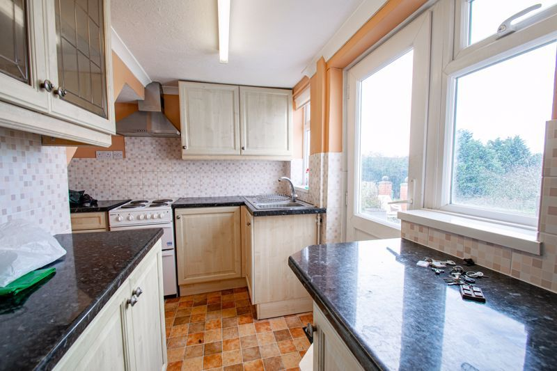 2 bed cottage for sale in Foley Gardens 6