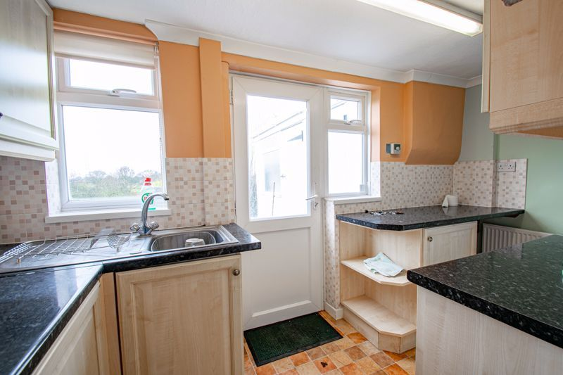 2 bed cottage for sale in Foley Gardens 7
