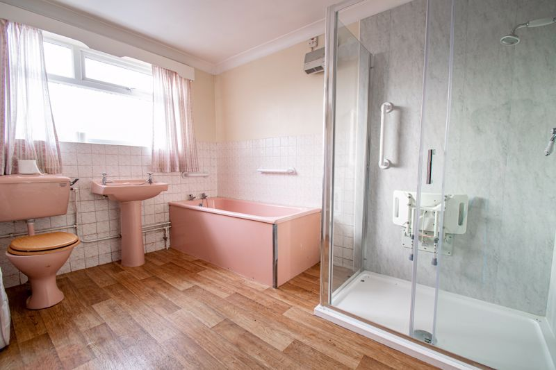 2 bed cottage for sale in Foley Gardens 8