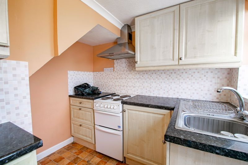 2 bed cottage for sale in Foley Gardens 9