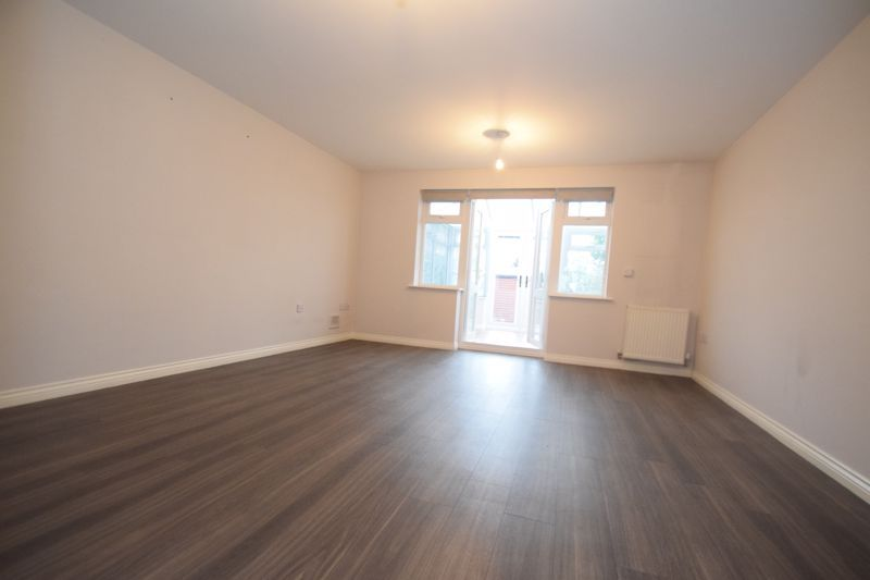 3 bed house to rent in Valencia Road 2