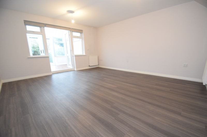 3 bed house to rent in Valencia Road 4