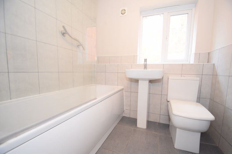 3 bed house to rent in Valencia Road 10