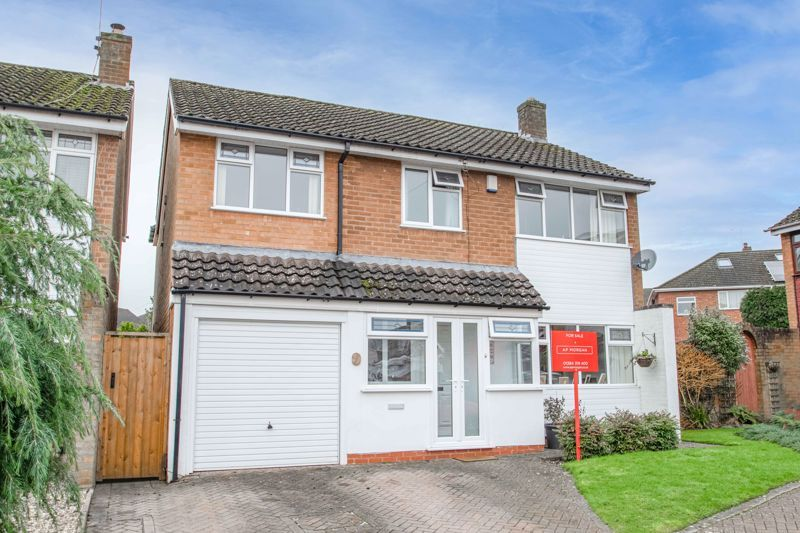 4 bed house for sale in Gladstone Drive  - Property Image 1