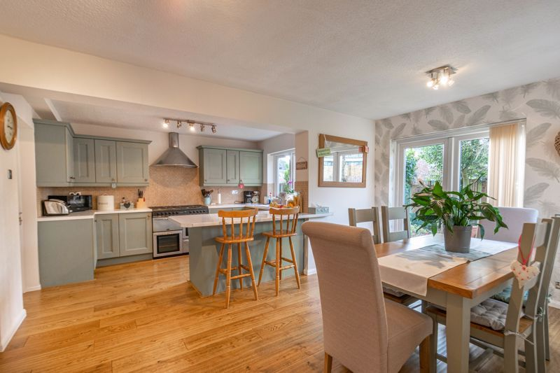 4 bed house for sale in Gladstone Drive  - Property Image 2