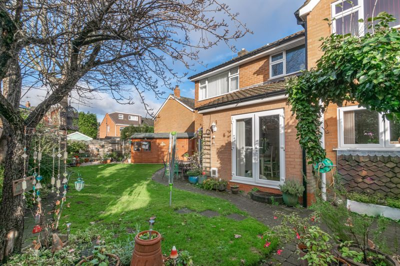 4 bed house for sale in Gladstone Drive 12