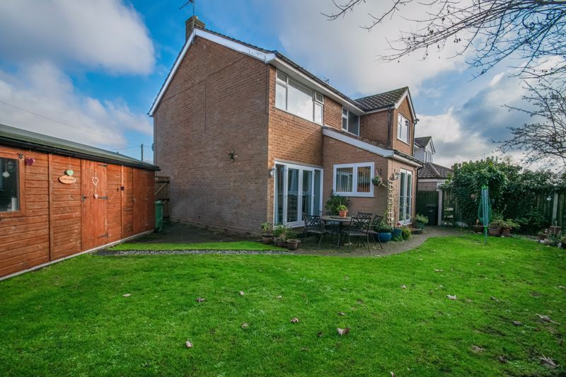 4 bed house for sale in Gladstone Drive 20