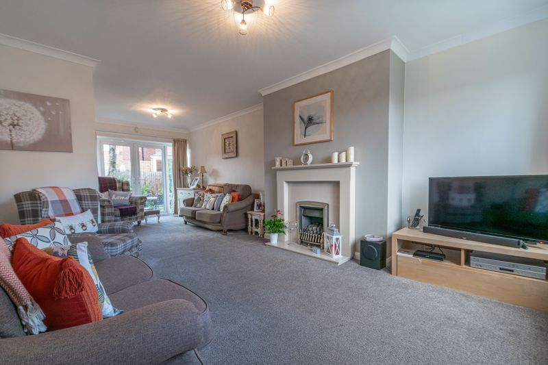4 bed house for sale in Gladstone Drive 4
