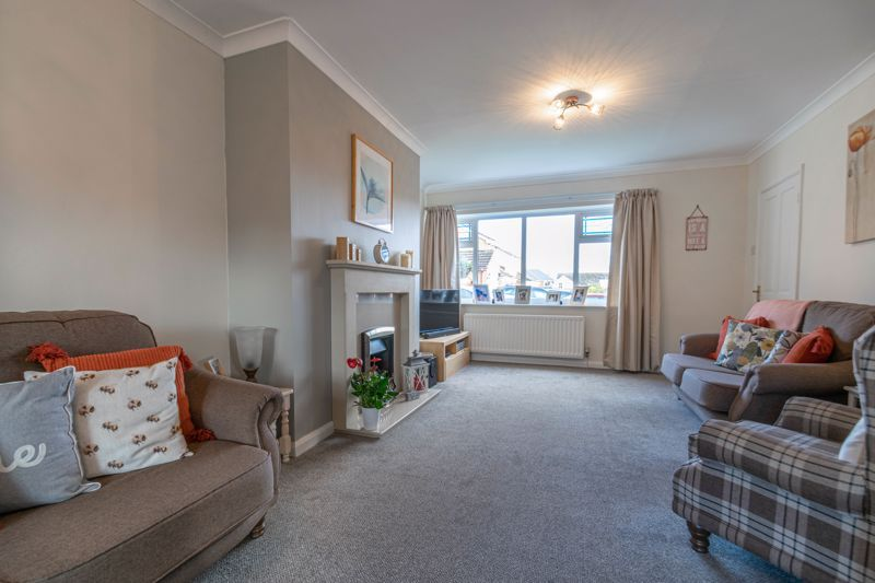 4 bed house for sale in Gladstone Drive 5