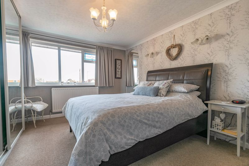 4 bed house for sale in Gladstone Drive 6