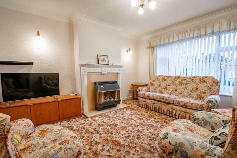 3 bed house for sale in Julian Close  - Property Image 2