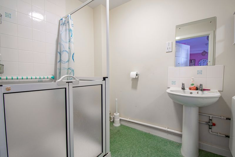 2 bed flat for sale in Gilbert Road 11