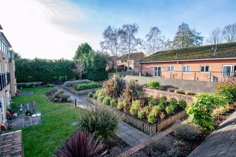 2 bed flat for sale in Gilbert Road  - Property Image 13
