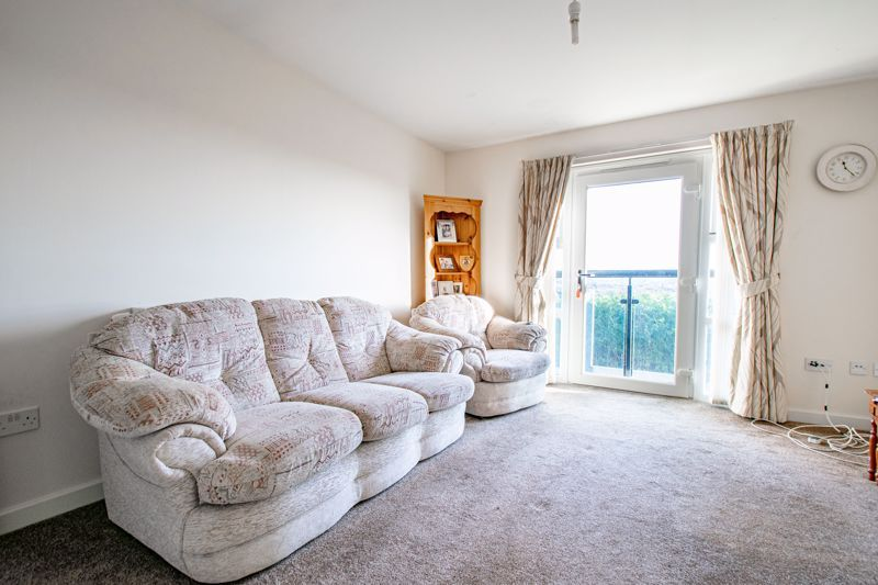 2 bed flat for sale in Gilbert Road  - Property Image 3