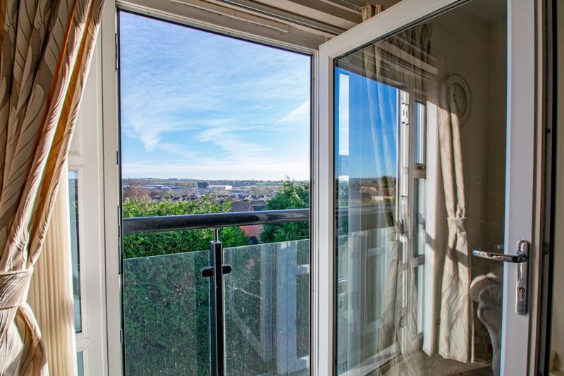 2 bed flat for sale in Gilbert Road  - Property Image 4