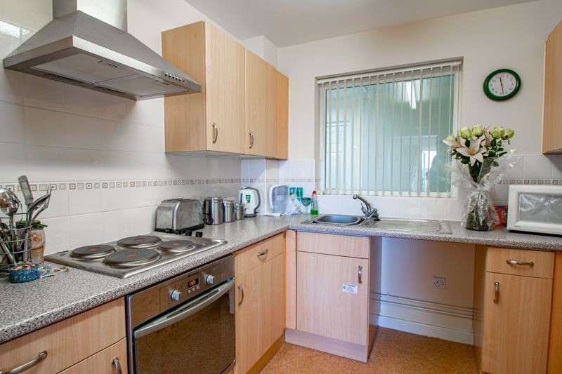 2 bed flat for sale in Gilbert Road  - Property Image 6