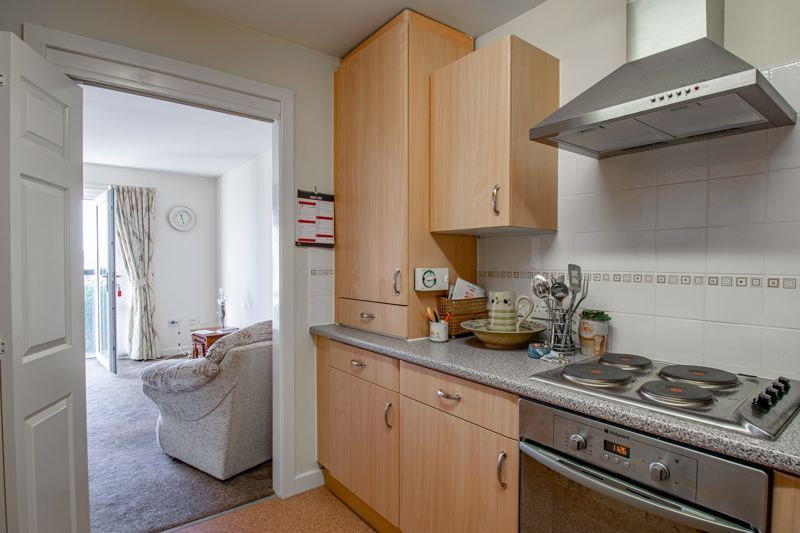 2 bed flat for sale in Gilbert Road 7