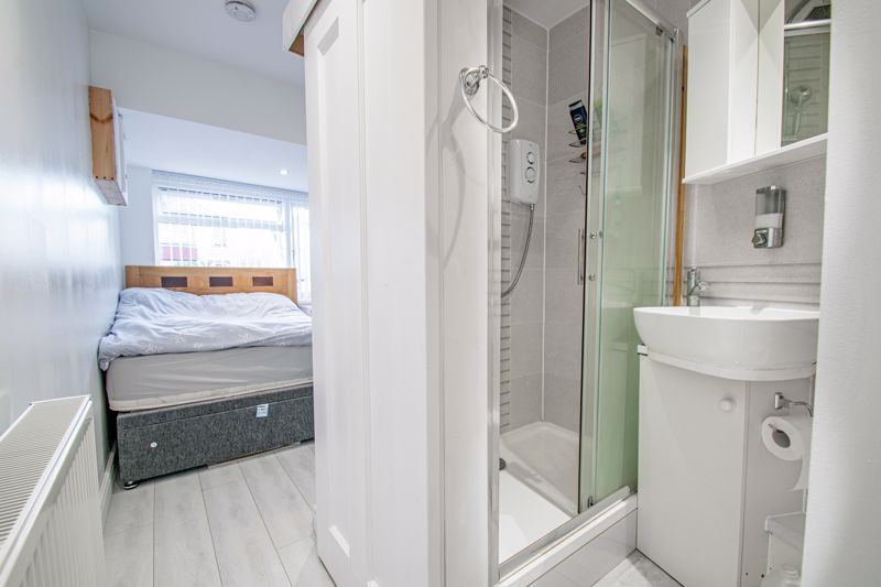 4 bed house for sale in Baptist End Road  - Property Image 11