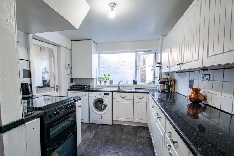 4 bed house for sale in Baptist End Road 5