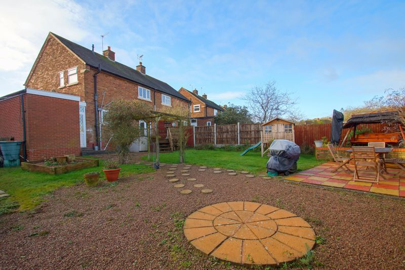 3 bed house for sale in Hawthorn Road  - Property Image 2