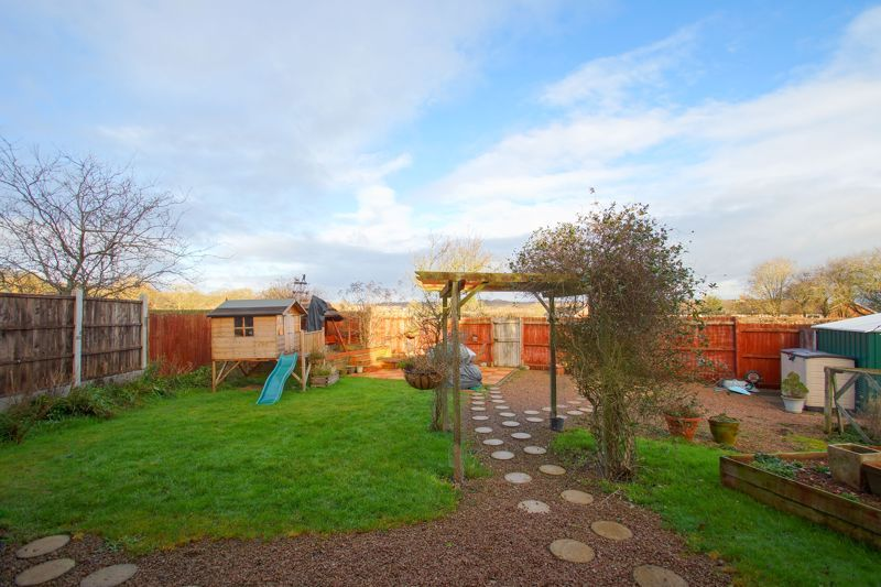 3 bed house for sale in Hawthorn Road  - Property Image 13