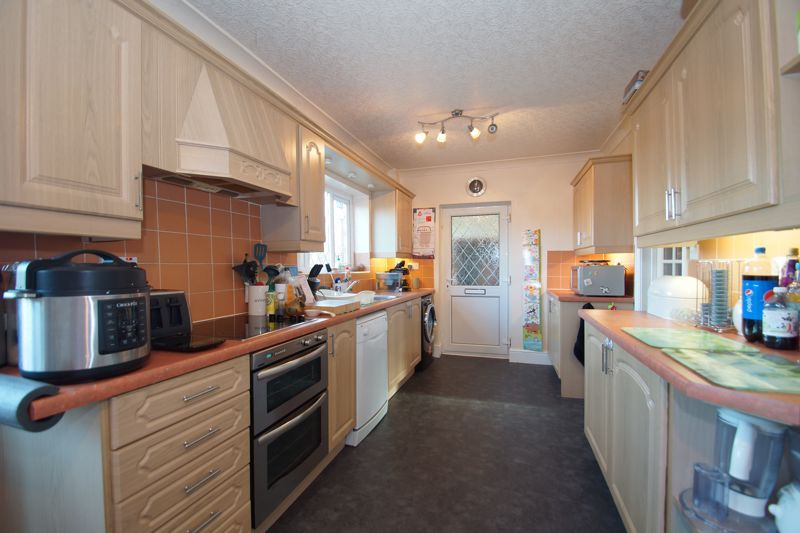 3 bed house for sale in Hawthorn Road  - Property Image 5