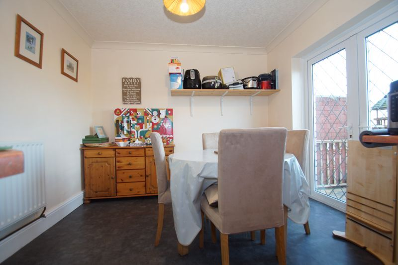 3 bed house for sale in Hawthorn Road 6