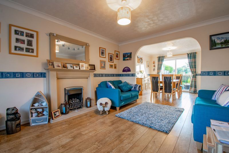 4 bed house to rent in Tythe Barn Close  - Property Image 2