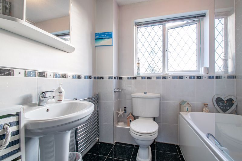 4 bed house to rent in Tythe Barn Close  - Property Image 11