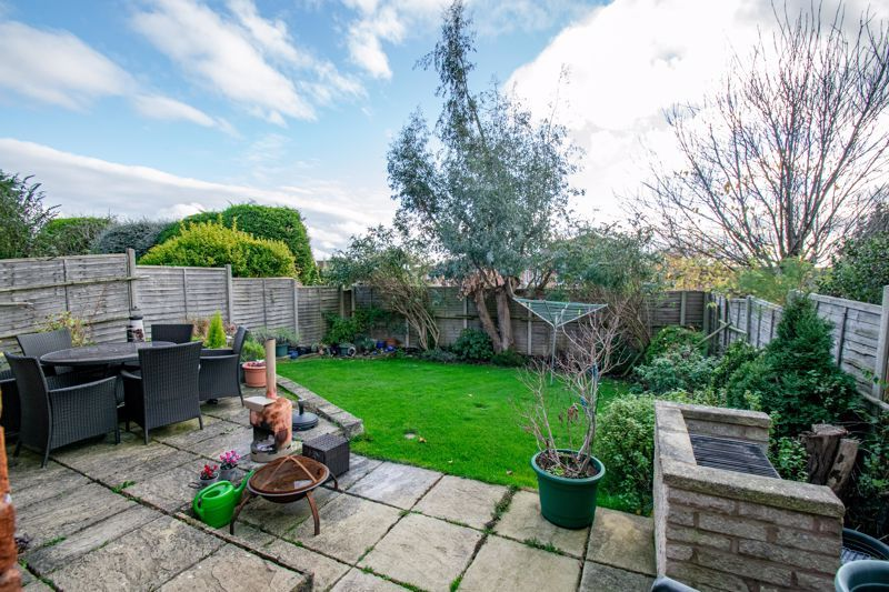 4 bed house to rent in Tythe Barn Close 12