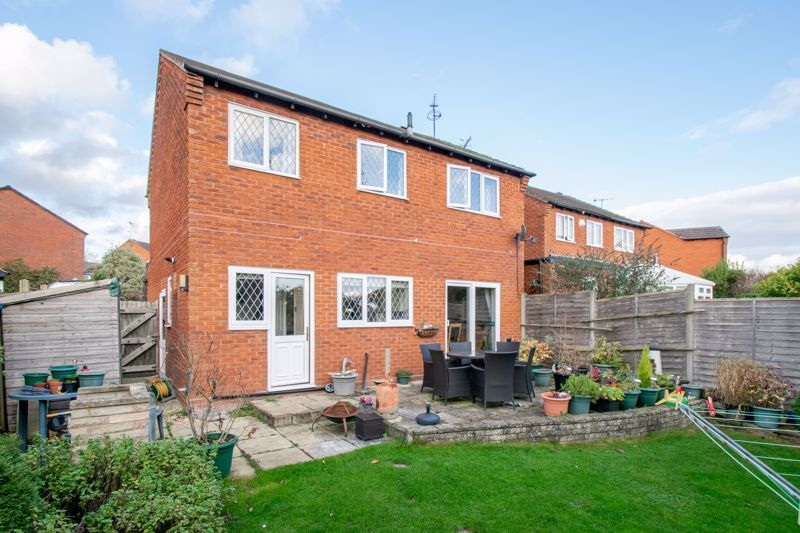 4 bed house to rent in Tythe Barn Close 13