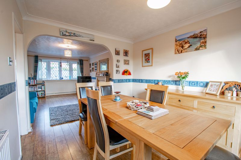 4 bed house to rent in Tythe Barn Close 3