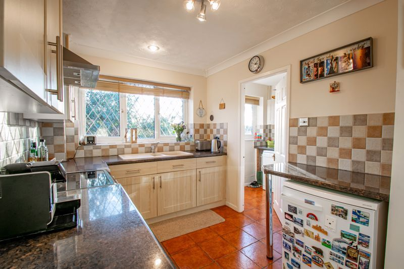 4 bed house to rent in Tythe Barn Close 4