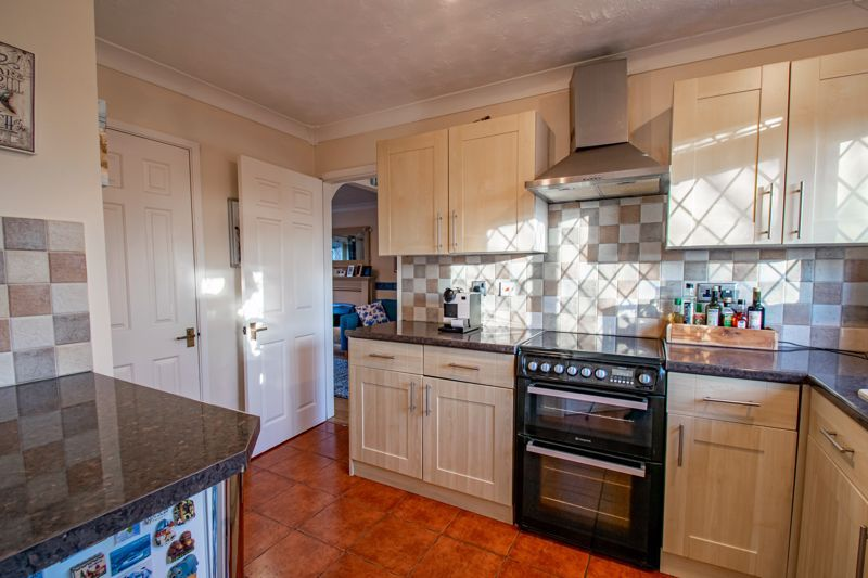 4 bed house to rent in Tythe Barn Close 5
