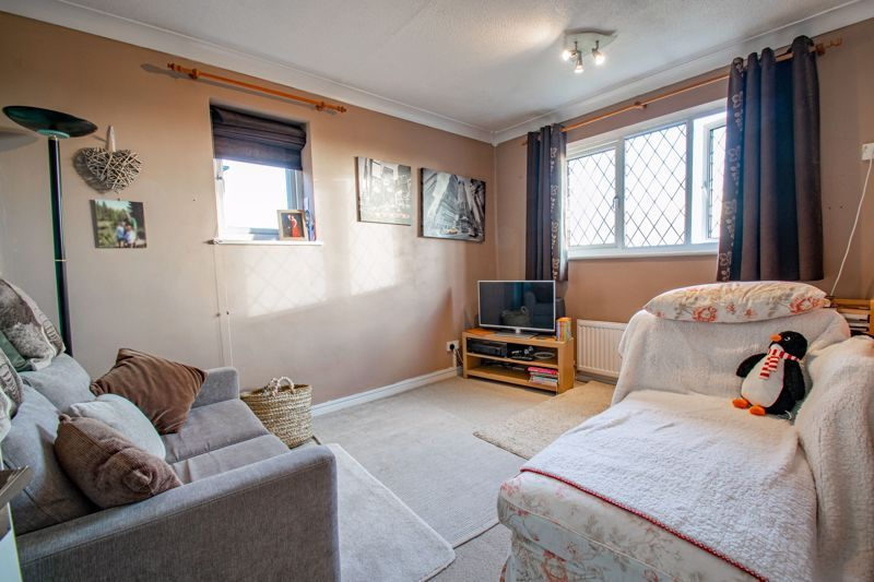 4 bed house to rent in Tythe Barn Close 9