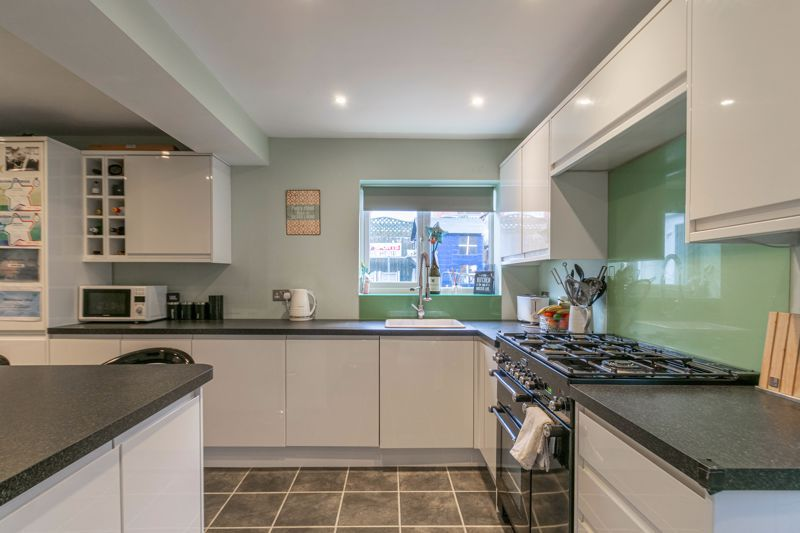 4 bed house for sale in Cheswick Close 4