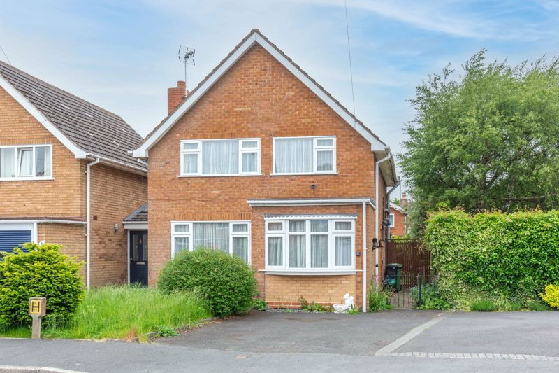 4 bed house for sale in Bernwall Close 1