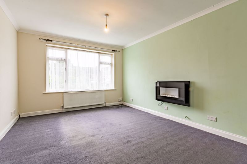 4 bed house for sale in Bernwall Close 2