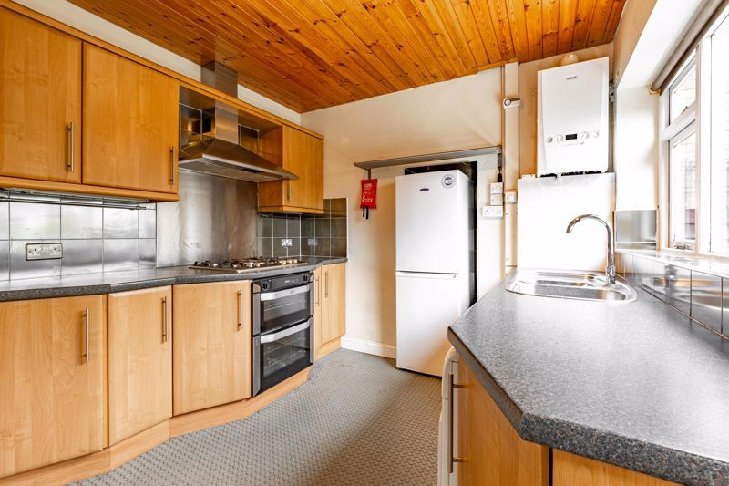 4 bed house for sale in Bernwall Close  - Property Image 3