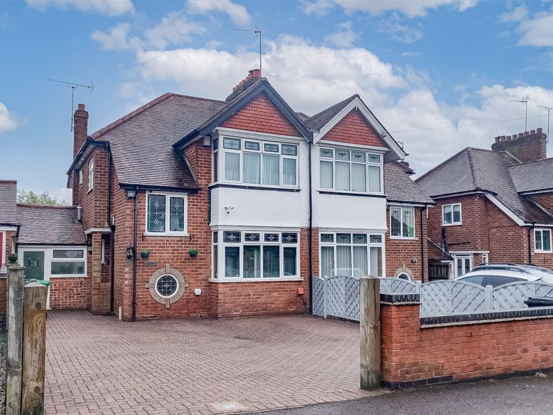 3 bed house for sale in Royal Oak Road - Property Image 1
