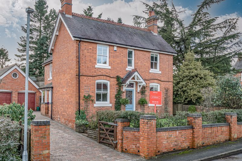 4 bed house for sale in Dodford Road 1