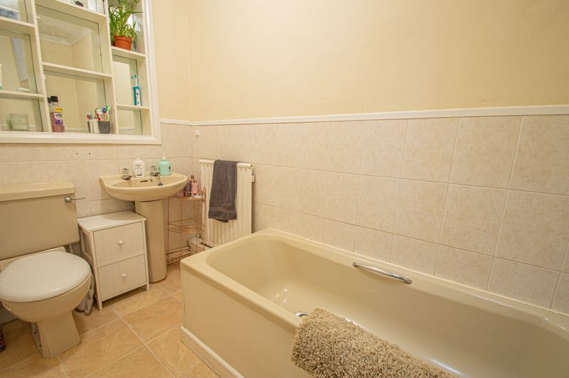 4 bed bungalow for sale in Castle Road 11