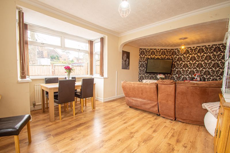 4 bed bungalow for sale in Castle Road  - Property Image 3