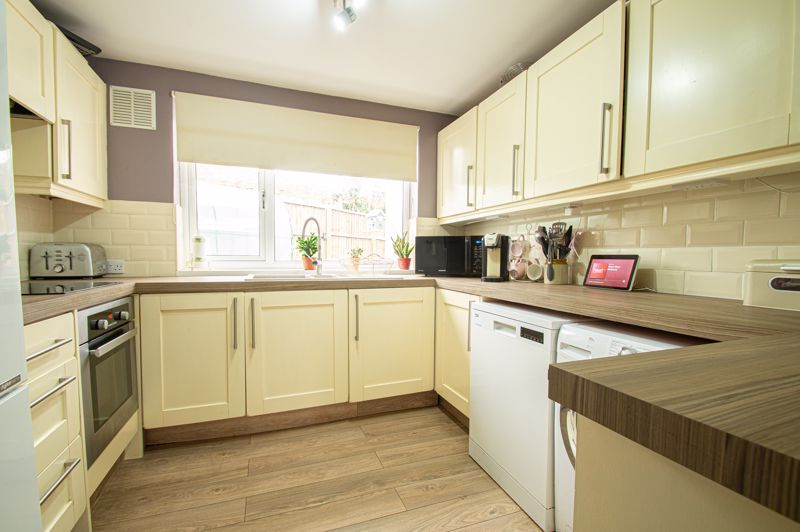 4 bed bungalow for sale in Castle Road  - Property Image 4