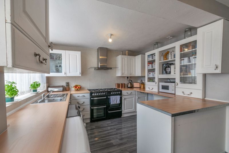 3 bed house for sale in Eden Close 2