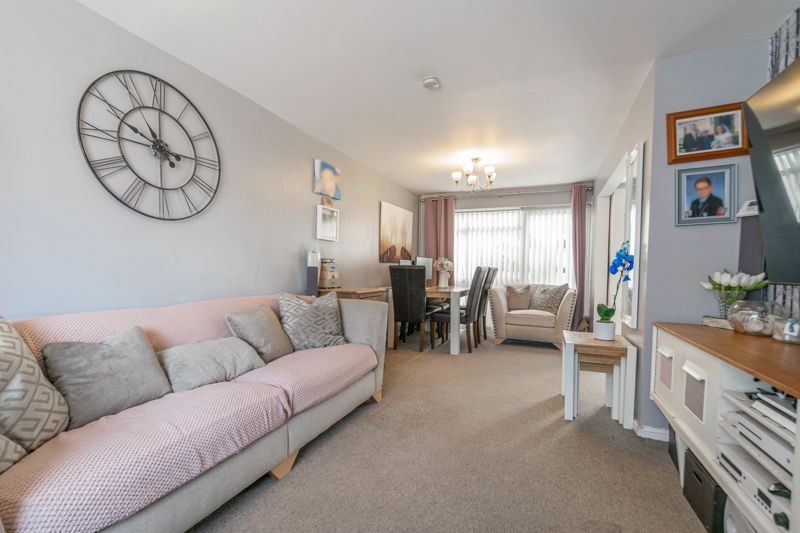 3 bed house for sale in Eden Close 5